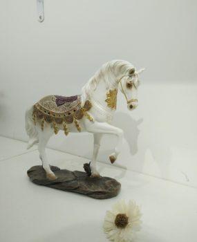 Ngựa trắng to