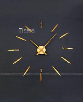 Đồng hồ gián tường màu vàng