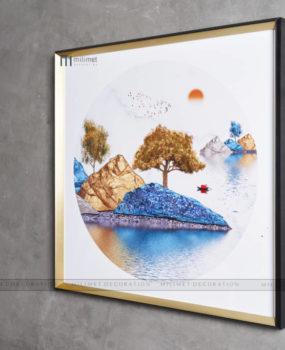 tranh tròn viền vuông sơn thuỷ cây vàng trên núi xanh(80*80)