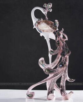 Décor Công màu hồng đế tua tuộc (42.5*33*82.5)