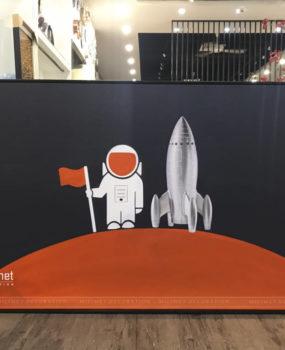 Tranh vẽ sơn dầu phi hành gia và tên lửa(80*120)