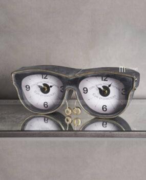 Đồng hồ hình cái kính đồng