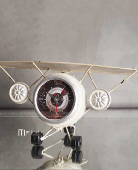 Đồng hồ máy bay trắng nhỏ