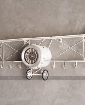 Đồng hồ màu trắng hình chũ nhật