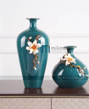 Bình hoa xanh hoa trắng cao